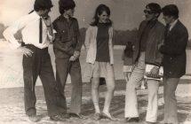 A Sunny Boys együttes tagjai a Vág partján